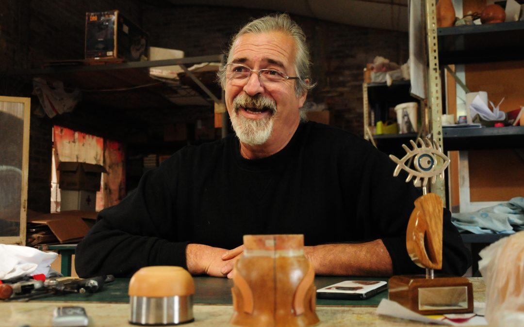 """Rómulo Vidal El creador de la estatuilla del FICER: """"El Ojo Pez es un gran símbolo que nos da identidad"""""""