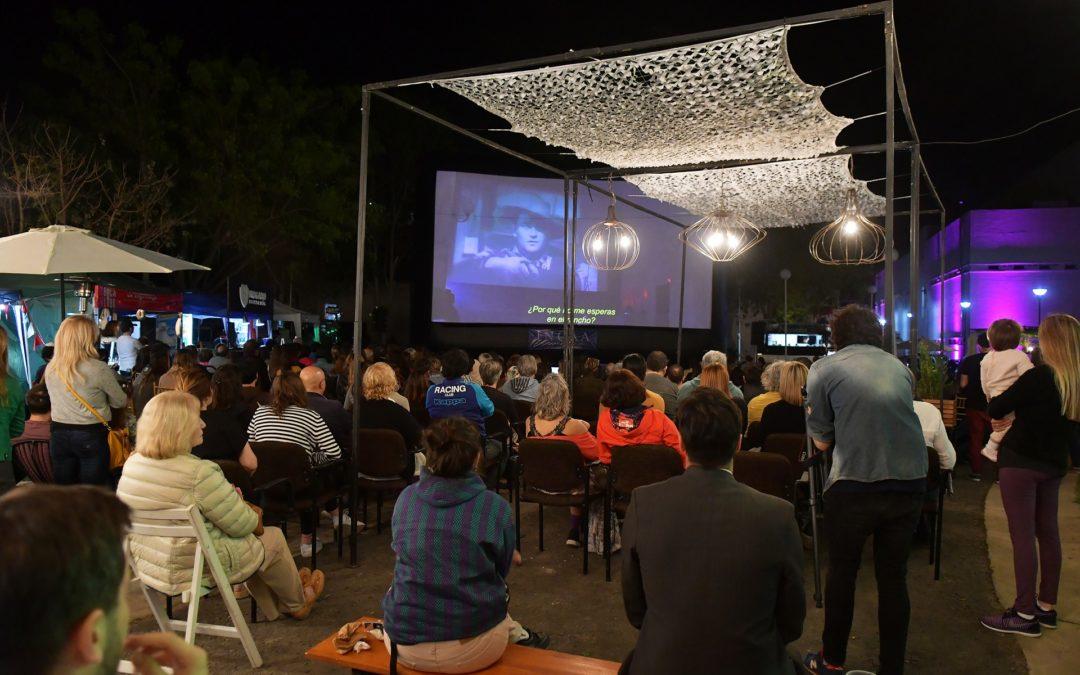 Una versión extendida de Cinema Paradiso se proyectó al aire libre en el FICER